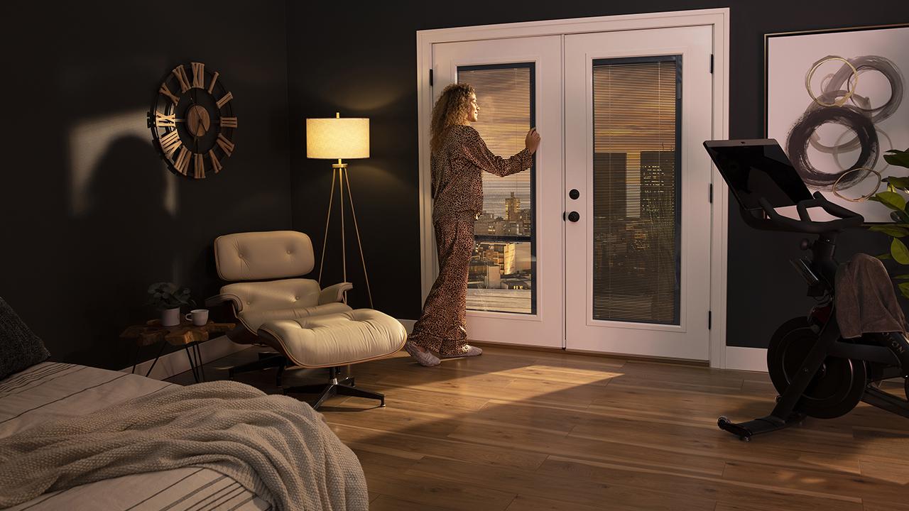 ODL-Blink_RLB3_IntApp_20_Bedroom_LeftBlindRaised_02-1 1280x720
